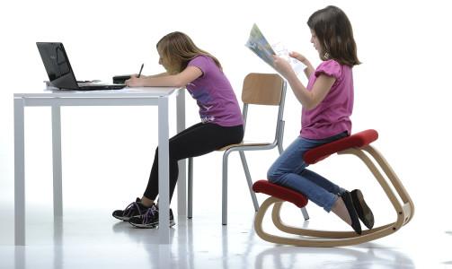 Immagini arredamenti sedie poltrone ergonomiche leggio for Sgabello per scrivania
